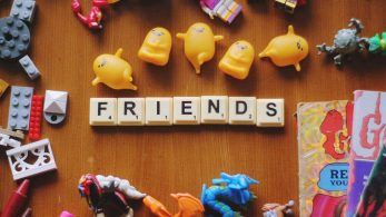 Are You Socially Awkward? Here's How to Make Friends in College in College